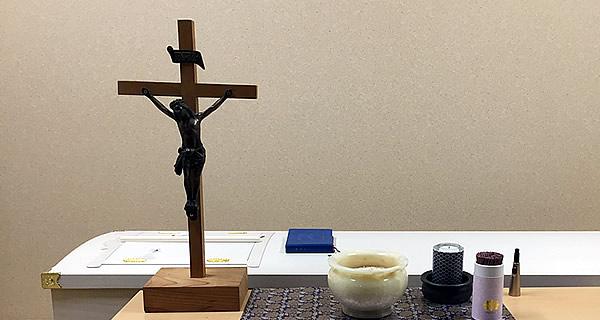 救いのしるし十字架と柩