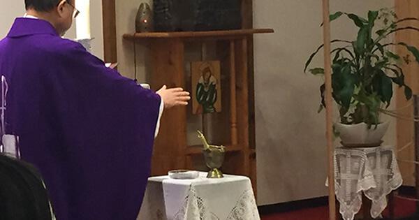 灰の水曜日:司祭「回心して福音を信じなさい」信者「アーメン」